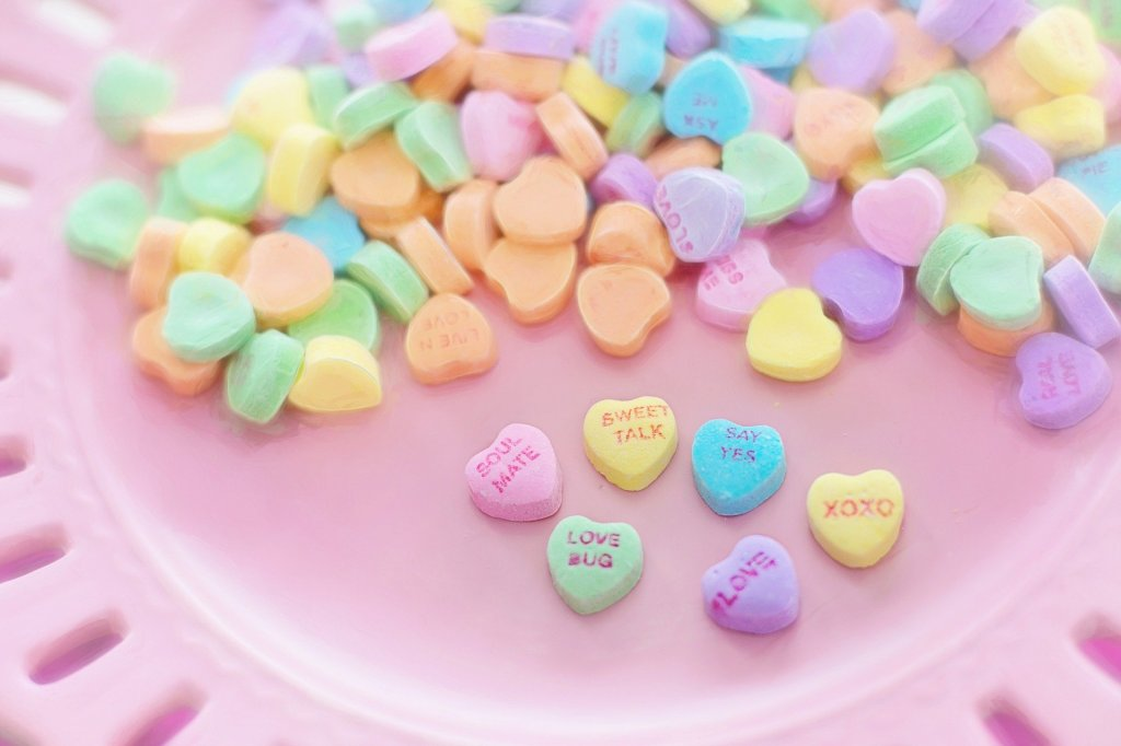 This image has an empty alt attribute; its file name is valentine-candy-626446_1920-jill-wellingtonn.jpg